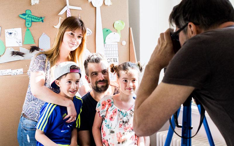 Familie läßt sich fotografieren
