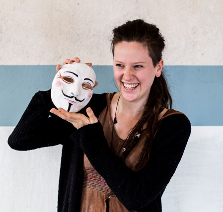 Ronja mit Theatermaske