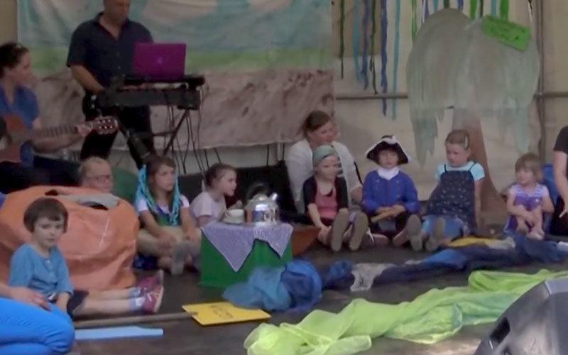 musiktheater kinder auf Bühne
